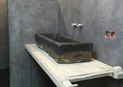 tadelakt_tadelakt-profi_tadelakt-potsdam_tadelakt_berlin_tadelaktwaschbecken_tadelakt-schwarz_tadelakt_badezimmer_gesamtansicht