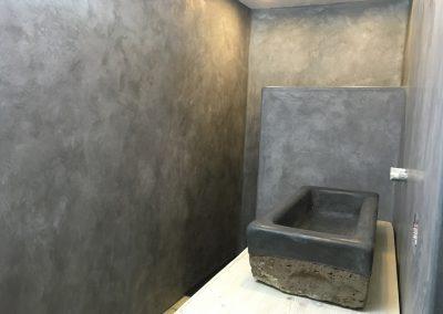 tadelakt_tadelakt-profi_tadelakt-potsdam_tadelakt_berlin_tadelaktwaschbecken_tadelakt-schwarz_tadelakt_badezimmer_tadelaktwand_ansicht_vorn