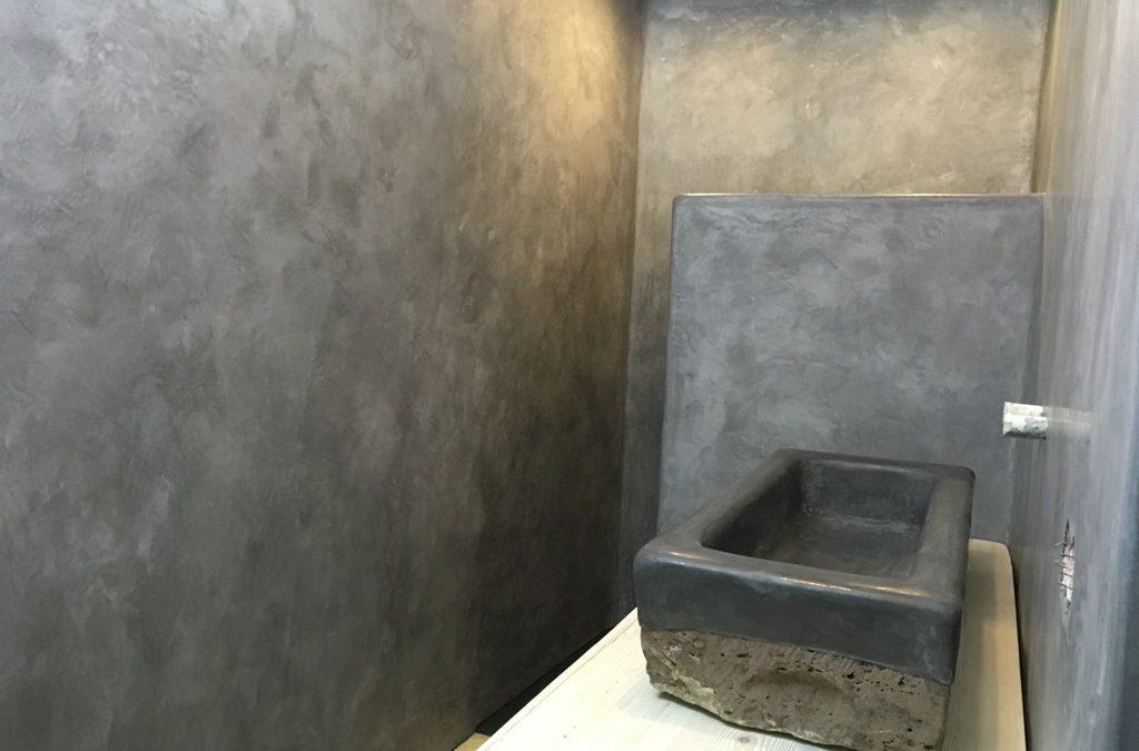 Komplettrenovierung eines Badezimmers – Tadelakt in Schwarz